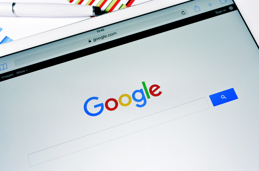 Google Advertises Official iOS and Android Apps on its Home Page