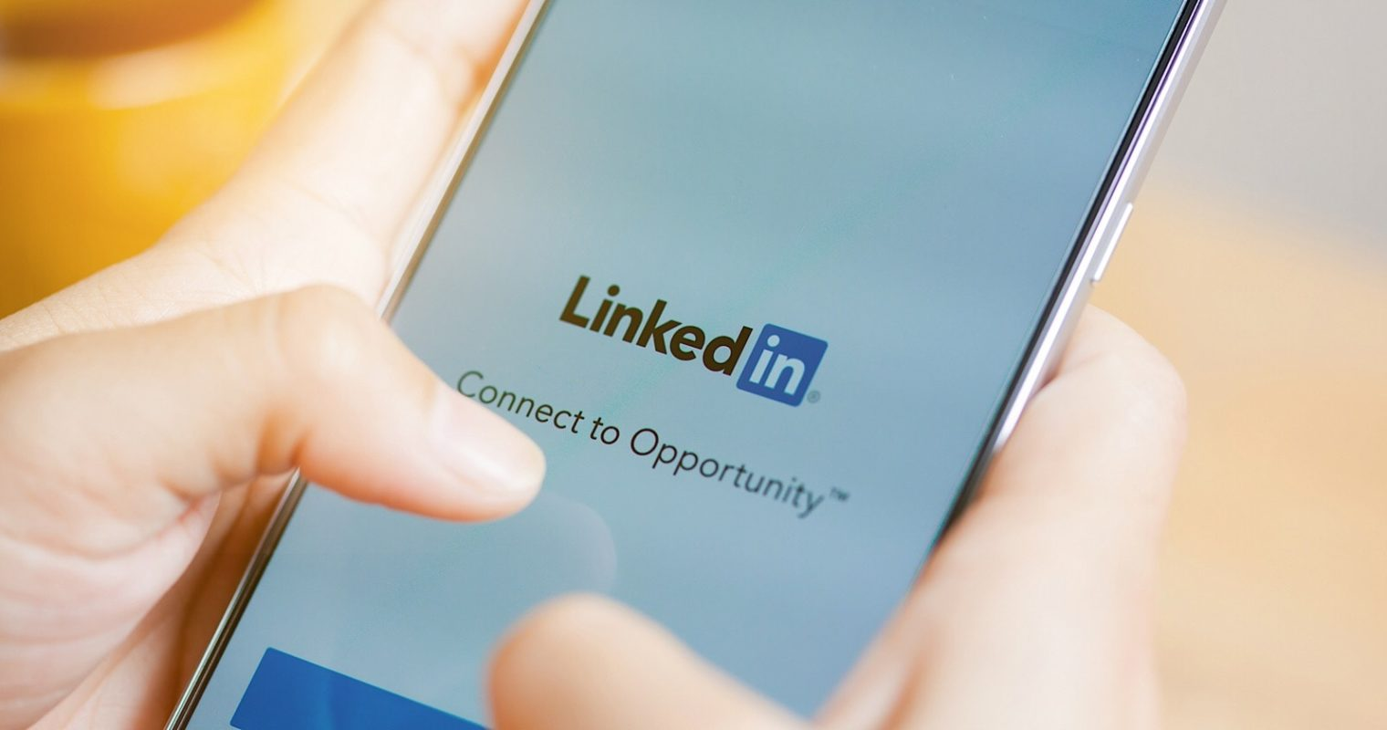 Quickly Respond to LinkedIn Messages With New Smart Replies